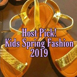 Other - 🎧New! Girls Gold Glitter Sandals!